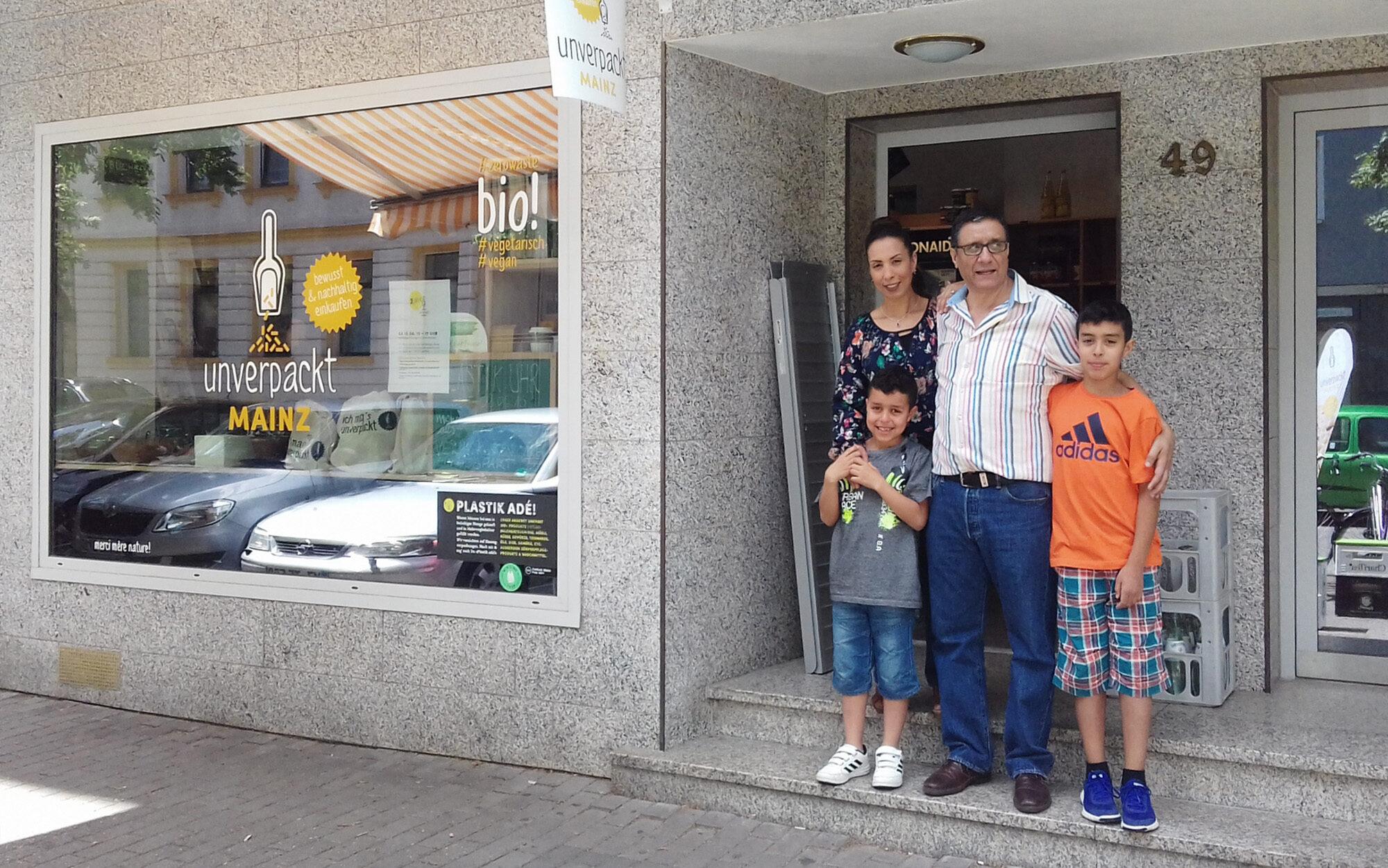 Unverpackt Mainz Inhaber Majid Hamdaoui mit Familie